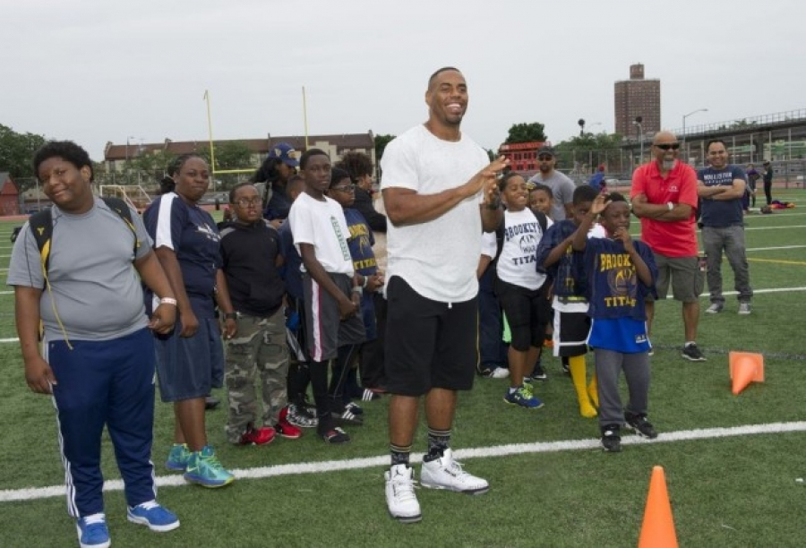 Rashad Jennings, former New York Giants running back, spending time with young people through his Rashad Jennings Foundation